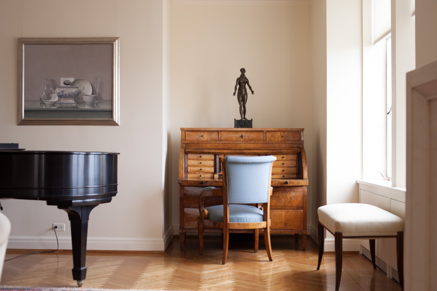 Interiors of home of Elizabeth Barlow Rogers, landscape designer, preservationist and writer of books about Central Park and more. Desk with miniature staue in den. Upper West Side, Manhattan, NYC