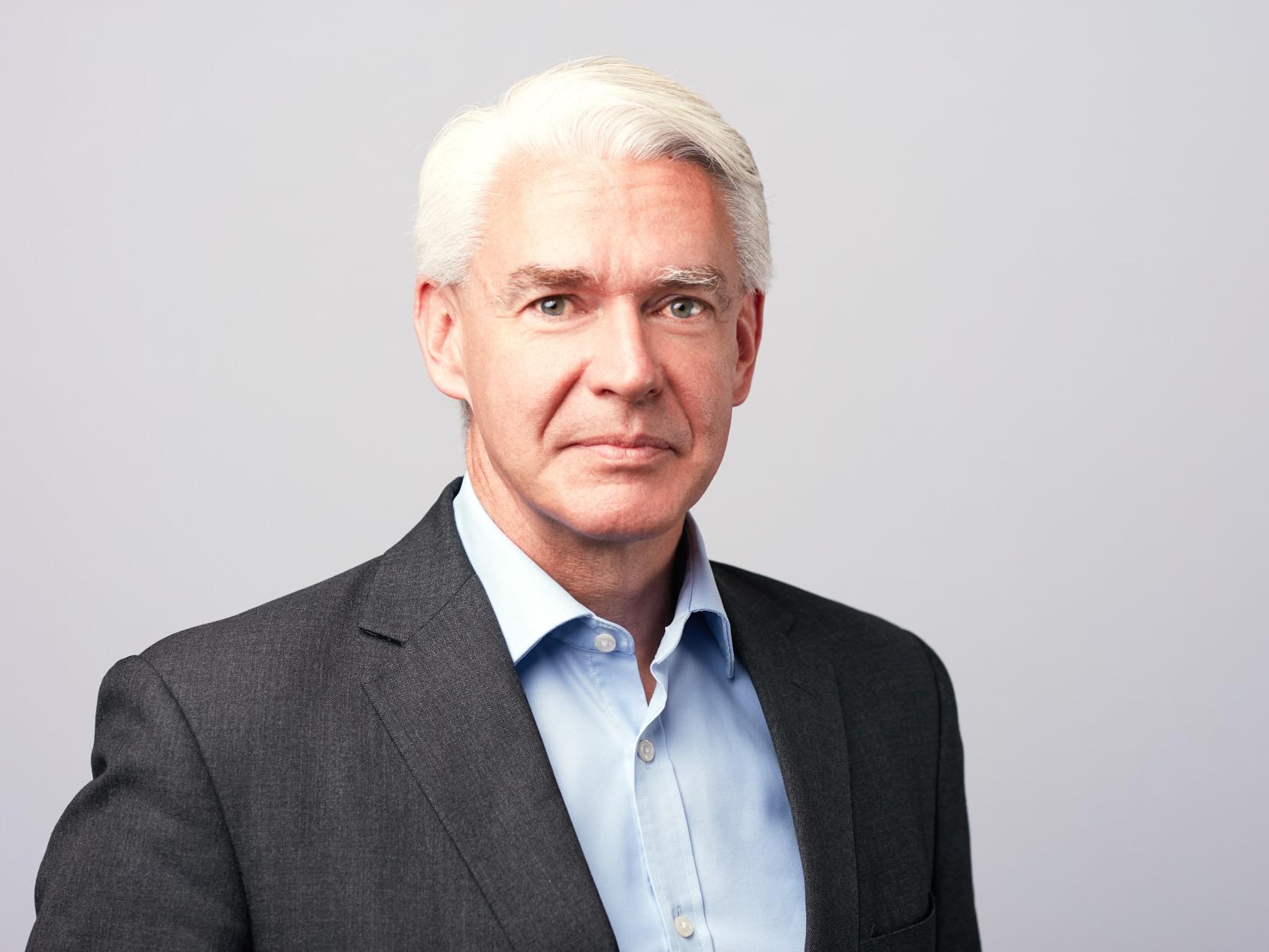 Modern Executive Headshots of White-Haired Businessman   Dallas Headshot Photographer