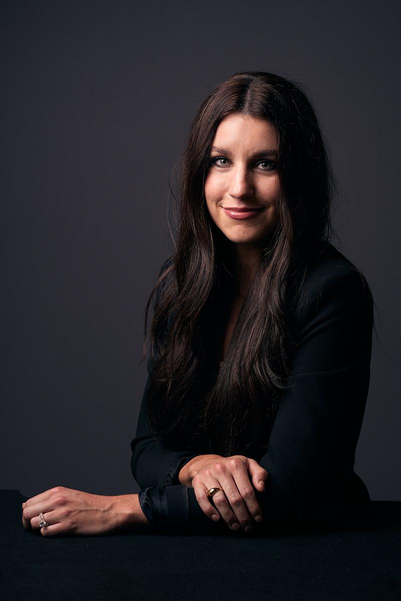Modern Women Headshots of Dallas Texas Businesswoman in Studio | Estate Five Media