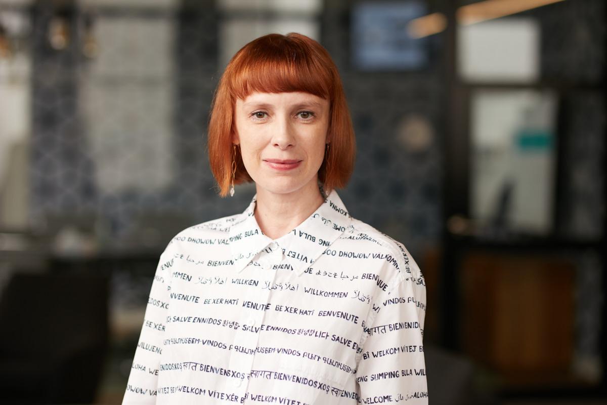 Environmental Office Headshots of Female Executive   Dallas Headshot Photography